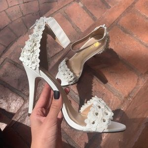 Chase & Chloe white floral heels size 8* (7.5) NWT